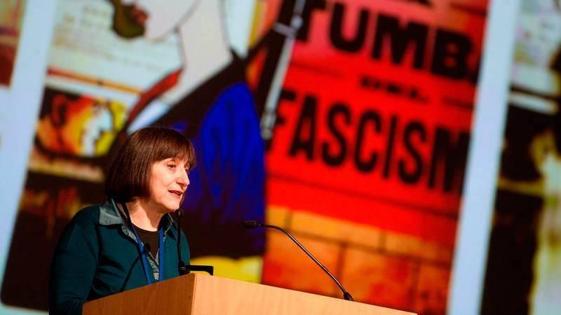 Laura Pérez Vernetti agradediendo el Gran Premio del Salón del Cómic de Barcelona