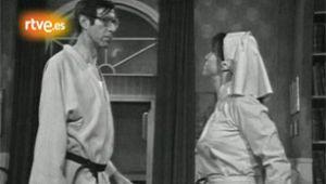 Fotograma de La tía de Ambrosio - Capítulo 5 - Toda vestida de blanco