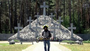Video Polesia, un kalashnikov y la frontera rusa
