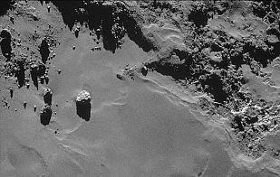Un cometa de superficie helada y llena de polvo