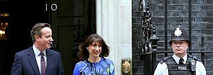 Cameron logra la mayoría absoluta y fuerza la dimisión de tres rivales