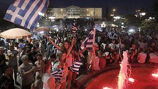 Partidarios del 'no' celebran el resultado en la plaza Syntagma de Atenas