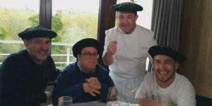 Langui y Pablo comen con Karra Elejalde en Guipúzcoa