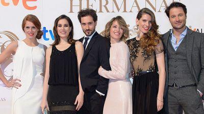 'Seis Hermanas' deslumbra en la 'alfombra naranja' del FesTVal de Murcia