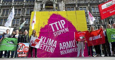 Activistas contrarios al TTIP protestan en la ciudad alemana de Múnich