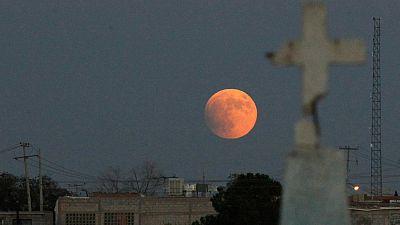 El eclipse de superluna, visto desde distintos puntos del planeta
