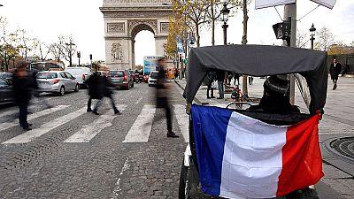 Francia recuerda a las víctimas de los atentados de París con un homenaje nacional.