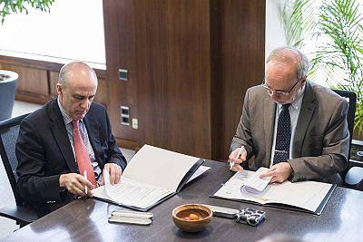 Enrique Alejo y Ferrán Sancho, en la firma del convenio de colaboración