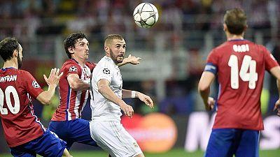 Balón disputado en la final de la Champions de Milán