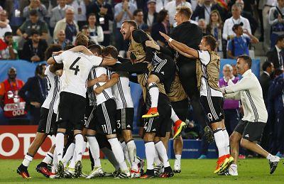 Alemania rompe la maldición italiana y mete en semis