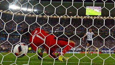 Hector anota el penalti que da el pase a Alemania a semifinales de la Eurocopa.