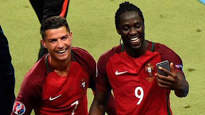 Cristiano Ronaldo junto al goleador de la final, Eder