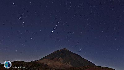 Lluvia de estrellas fugaces Perseidas sobre el Teide (Tenerife, Islas Canarias), en 2014.