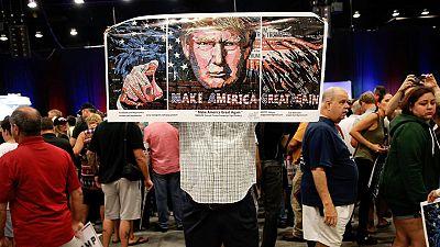 Pancarta con una imagen del presidente electo de EE.UU. Donald Trump