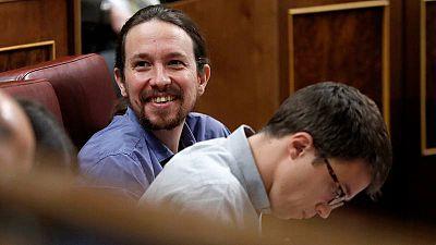 Pablo Iglesias, junto a su número dos, Iñigo Errejón, en el Congreso de los Diputados.