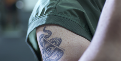 El hombre del tatuaje