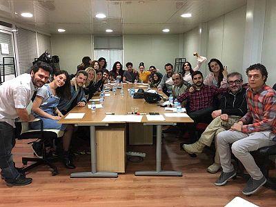El equipo de 'Acacias 38' se reúne se reúne para conocer los nuevos planes de grabación
