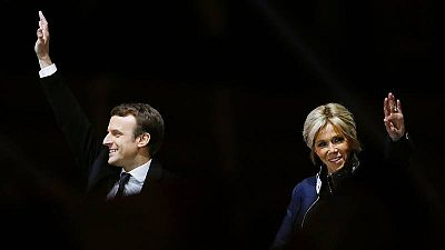 El presidente electo de Francia, Emmanuel Macron y su esposa, Brigitte Trogneux