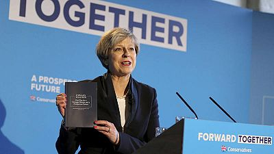 La primera ministra británica y líder del Partido Conservador, Theresa May, presenta el manifiesto de su partido en un acto celebrado en el centro The Arches en Halifax (Reino Unido).