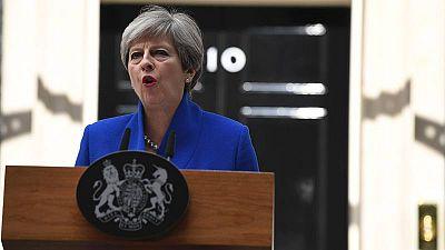 La primera ministra britanica, Theresa May, anuncia desde su residencia en Downing Street que formara'un nuevo Gobierno.