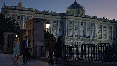 Los protagonistas del anuncio de la Lotería de Navidad delante del Palacio Real de Madrid