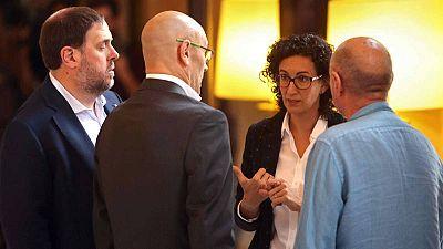 Oriol Junqueras, cabeza de lista de ERC al 21-D, conversa con la número dos Marta Rovira y con el exconseller Raül Romeva