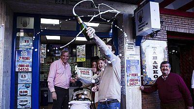 Una administración celebra haber vendido el segundo premio de la Loteria de Navidad