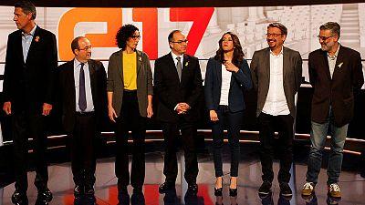 Xavier García Albiol, Miquel Iceta, Marta Rovira, Jordi Turull, Inés Arrimadas, Xavier Domènech y Carles Riera, antes del último debate de candidatos del 21-D, en TV3