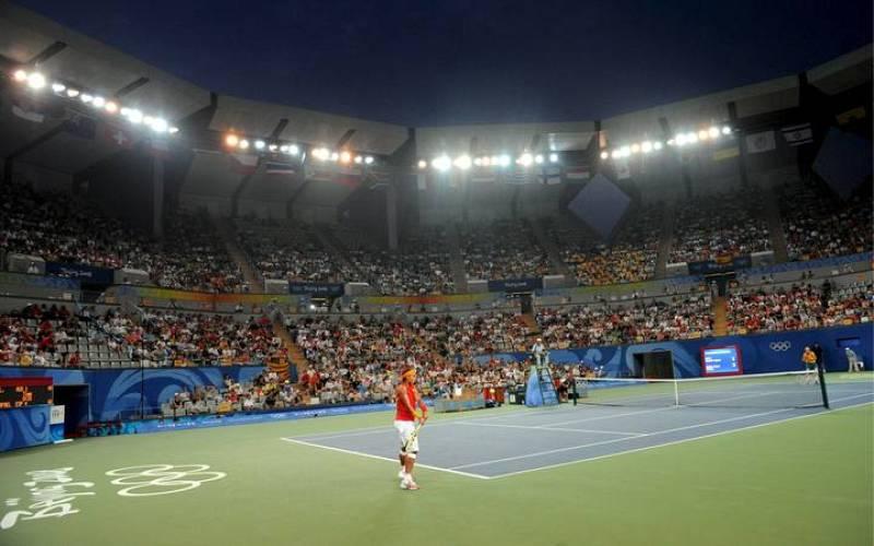 Rafael Nadal y Lleyton Hewitt durante el partido de segunda ronda de tenis disputado en el Centro de Tenis de Pekín.