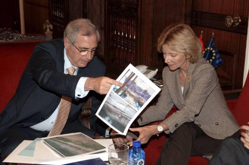 Elena Salgado conversa con el presidente de Melilla Juan José Imbroda