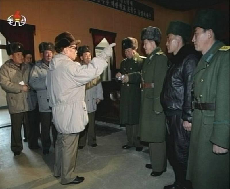 Frame grab of North Korean leader Kim Jong-il visiting an air force base