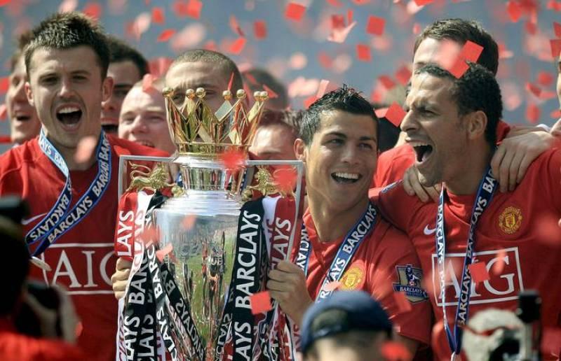 Los jugadores del Manchester United Michael Carrick, Christiano Ronaldo y Rio Ferdinand