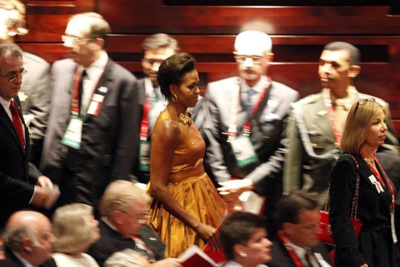 Michelle Obama llega a la casa de la Ópera de Copenhague, donde se celebra la ceremonia inaugural del COI. Este viernes el Comité Olímpico elegirá sede para los Juegos de 2016.