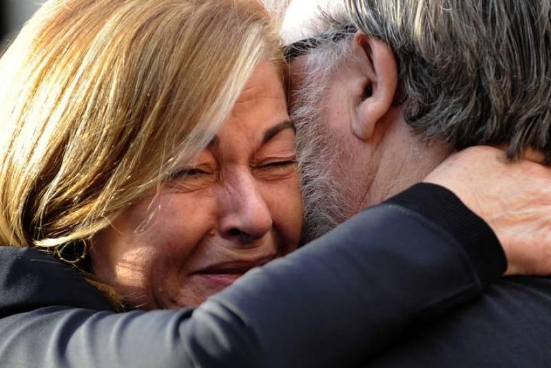 Maria Teresa Álvarez, viuda de Sabino Fernández Campo, ha recibido el consuelo de numerosos amigos.