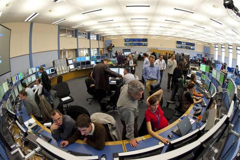 Los científicos del CERN observan la evolución de la puesta en marcha del LHC