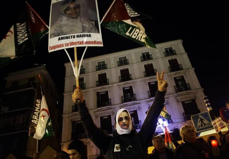 Cerca de 300 personas se han manifestado en Madrid a favor de la activista saharaui Aminatu Haidar.