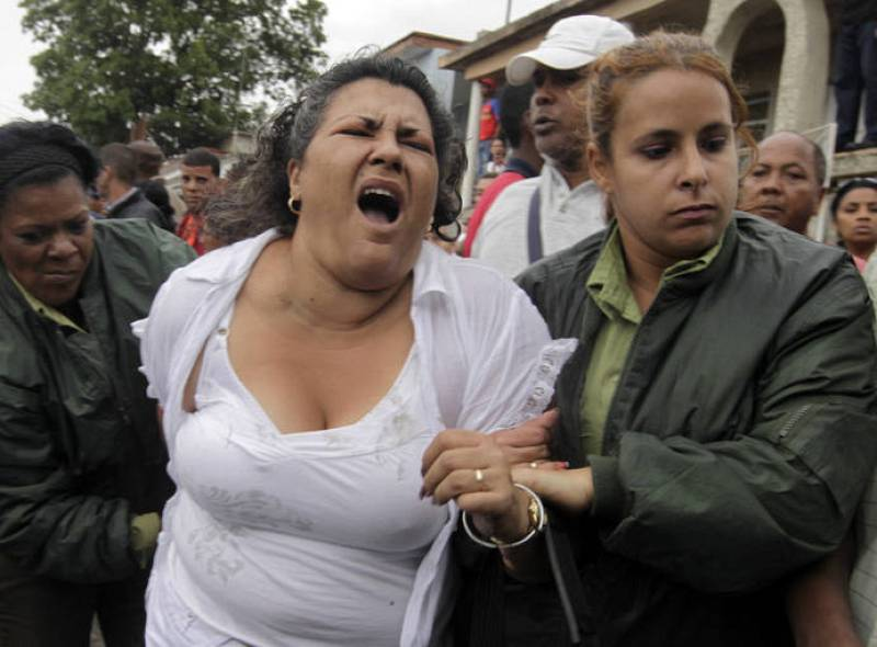 Security forces drag member of Ladies in White into bus after march in Havana