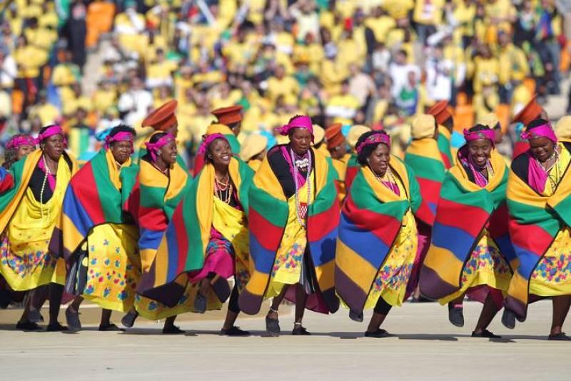 El Mundial de fútbol de Sudáfrica ya ha comenzado. El colorido ha sido la nota dominante en la ceremonia inaugural