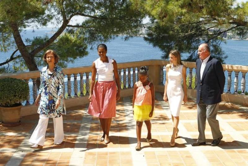 Fotografía facilitada por la Casa Real de Michelle Obama y su hija Sasha junto a los Reyes y la Princesa Letizia.