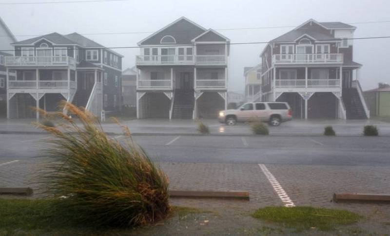 Rain and high winds from Hurricane Earl hit Nags Head, North Carolina