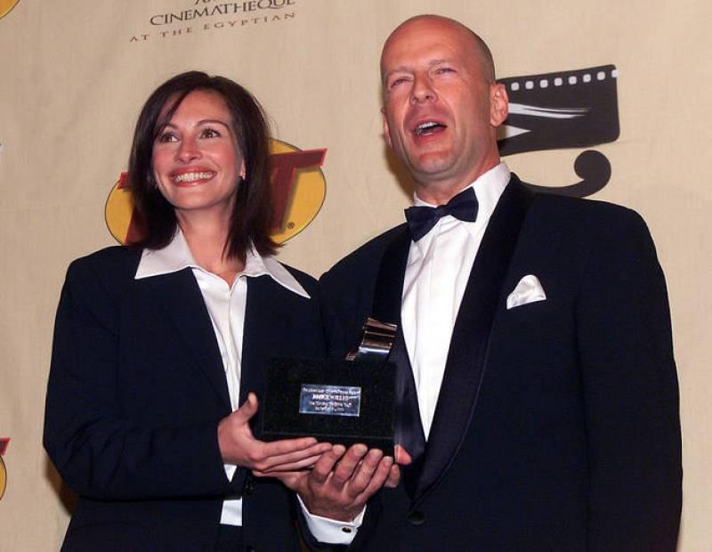 Bruce Willis y Julia Roberts en un acto de homenaje al primero en 2000