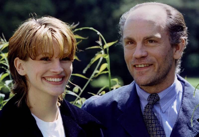 Julia Roberts y John Malkovich, en un descnaso en el rodaje de 'Mary Reilly' (1996)