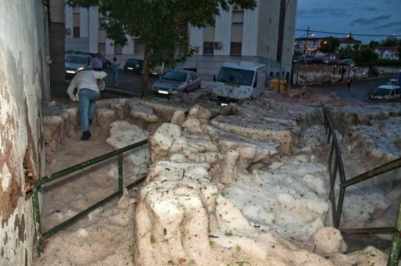 Así ha amanecido San Blas, una de las zonas de Cáceres más afectadas por la tormenta que ha colapsado la ciudad