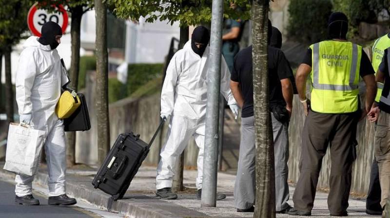 La Guardia Civil ha encontrado explosivos y armas en una lonja de la ciudad vasca de San Sebastián, en el norte de España. El descubrimiento de ese material se produjo tras la detención en la madrugada de este miércoles de tres presuntos miembros de