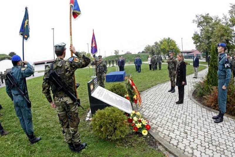 La ministra española de Defensa, Carme Chacón, asistió en Sarajevo al acto con el que se puso fin a la misión de las tropas españolas desplegadas en Bosnia y se procedió al traspaso de las responsabilidades de la UE a las autoridades del país balcáni