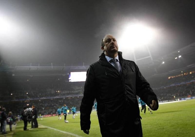 El entrenador del Inter, Rafa Benítez, aguarda el comienzo del choque contra el Werder Bremen.