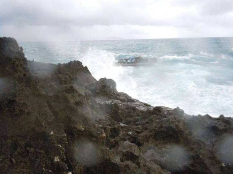 Imagen captada de una grabación de video que muestra los restos del barco