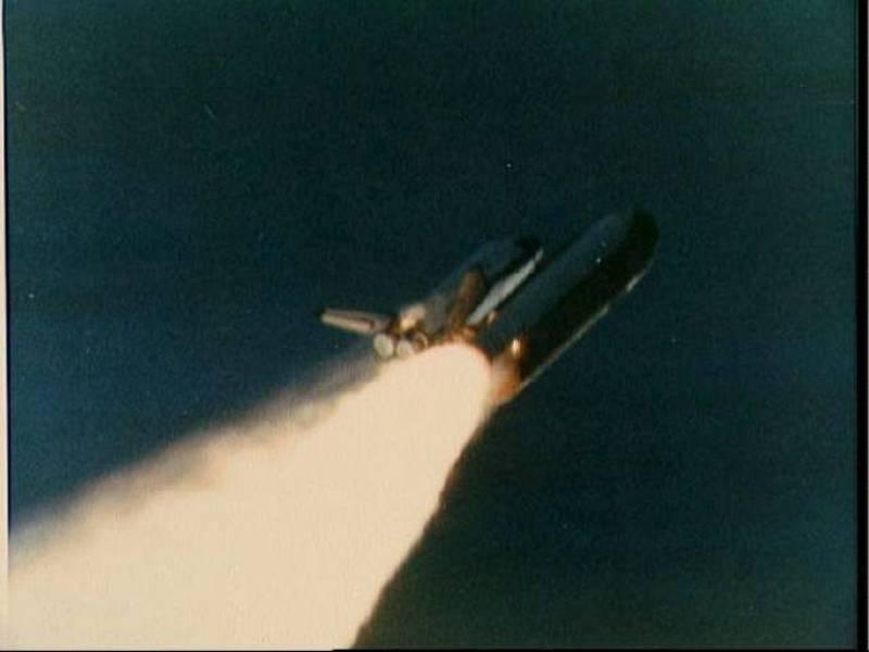 Momento del lanzamiento del Challenger desde el Centro Espacial Kennedy en Cabo Cañaveral justo antes de la explosión