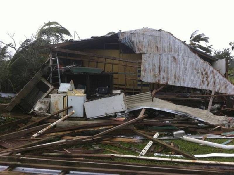 El ciclón Yasi no ha causado víctimas mortales, aunque si numerosos daños materiales y ya ha sido rebajado a categoría 2.
