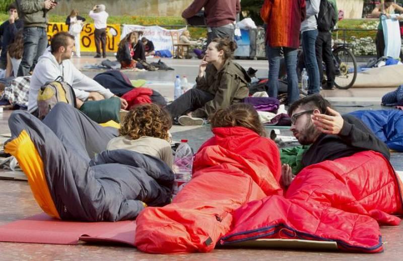 Muchos jóvenes han acampado en la plaza Cataluña de Barcelona